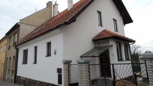 dům před rekonstrukcí fasády